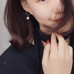 ต่างหูแฟชั่นสไตล์เกาหลีหัวใจทองแต่งเฟอร์ปอมปอมสีชมพูอ่อนไซส์เล็ก