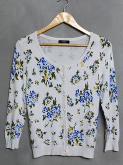เสื้อไหมพรมสีขาวลายดอกไม้