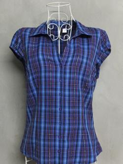เสื้อเชิ้ตลายสก็อตสีน้ำเงิน