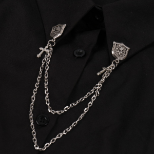 เข็มกลัดติดเสื้อสูทป้ายมงกุฎแต่งกางเขนและโซ่สีเงิน
