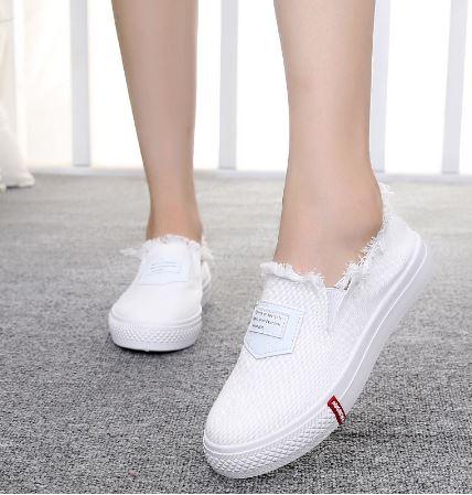 รองเท้าผ้าใบ ผู้หญิง รองเท้า วัยรุ่น สไตล์วินเทจ แบบเซอร์ เซอร์ สีขาว แต่ง ขุย ตรงข้อเท้า รองเท้าใส่เที่ยว แนวสปอร์ต เท่ ๆ 670068_1