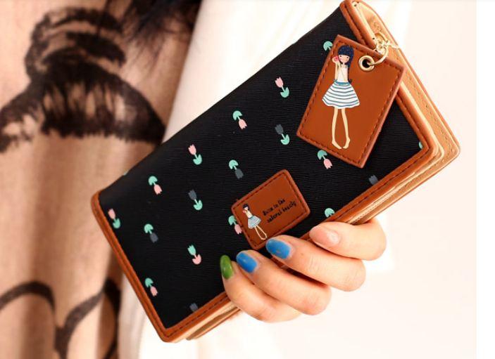 กระเป๋าสตางค์ผู้หญิง กระเป๋าสตางค์ใบยาว หนัง pu แฟชั่น เกาหลี ซิปรอบ ห้อยป้ายเด็กผู้หญิง การ์ตูน น่ารัก ๆ ลายดอกไม้รอบใบ สีดำ ดูแลง่าย 742581_1