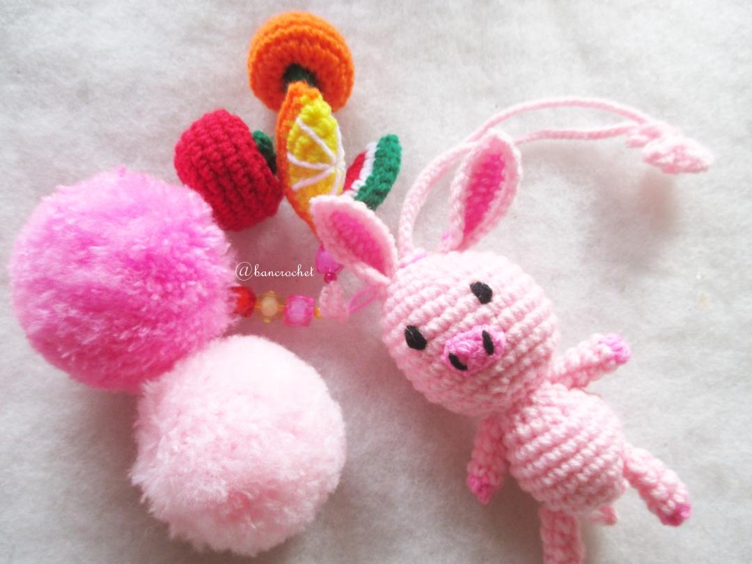 หมูกระต่ายชมพูห้อยปอมปอมผลไม้ถัก pompom crochet keychain