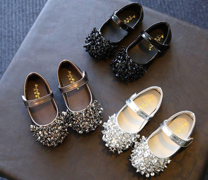 รองเท้าเด็กผู้หญิง รองเท้าคัทชู แต่งคริสตรัล สำหรับ เด็กเล็ก เด็กโต สีดำ เงิน บรอนซ์ แต่งลูกปัดสีที่หัวรองเท้า สายรัด เปิดปิดง่าย 835884