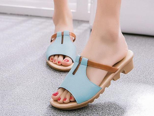 รองเท้าแฟชั่น ผู้หญิง รองเท้าแตะ ส้นเตี้ย มีส้นเล็กน้อย สีฟ้าอ่อน แบบวัยรุ่น รองเท้าใส่เที่ยว ใส่ไปงาน ปิดหน้าเท้าเล็กน้อย มีดีไซน์ 497988_1