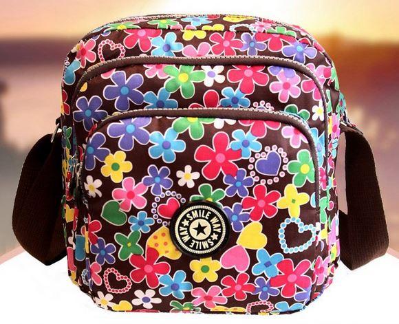 กระเป๋าสะพายข้างผู้หญิง แบบ สปอร์ต กระเป๋าผ้าไนลอน ขนาดกลาง แยก 3 ช่องซิป ดีไซน์ ธีมลายดอกไม้ น่ารัก กระเป๋าสะพายวัยรุ่น เก๋ ๆ 717701