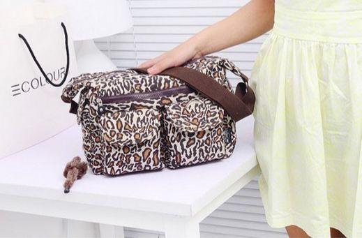 กระเป๋าสะพายข้าง ผู้หญิง ผ้าไนลอน กันน้ำ ทรงสี่เหลี่ยม ขนาดกำลังดี ไม่เทอะทะ ใส่ของได้เยอะ แนว Sport สีน้ำตาล ลายเสือ ลายหายาก 390952_5