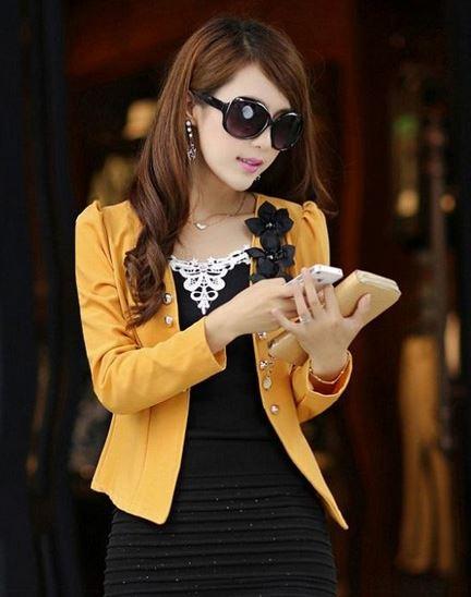 เสื้อสูทผู้หญิง แขนยาว แบบพอดีเอว เสื้อสูท เสื้อคลุม สีเหลือง อมส้ม แต่งดอกไม้ สีดำ บริเวณ ปกเสื้อ ไหล่พอง เล็กน้อย เสื้อใส่ทำงาน 785152_5