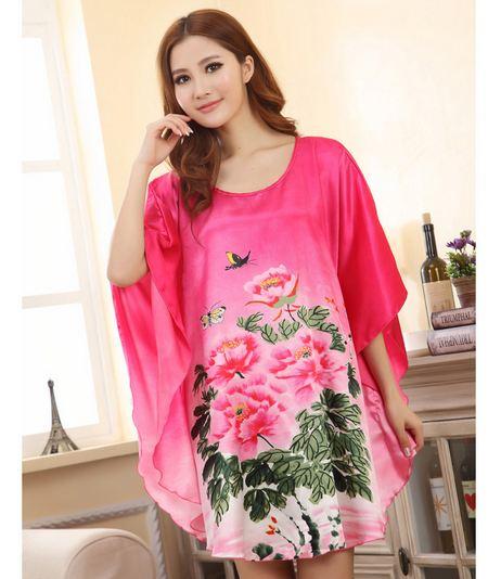 ชุดนอนผู้หญิง สีชมพูลายกุหลาบ แขนปีก ผีเสื้อ แบบชุดคลุม ยาวเหนือเข่า ชุดนอน ผ้าไหม ซาติน นุ่มลื่น ใส่สบาย กันไรฝุ่น 170039
