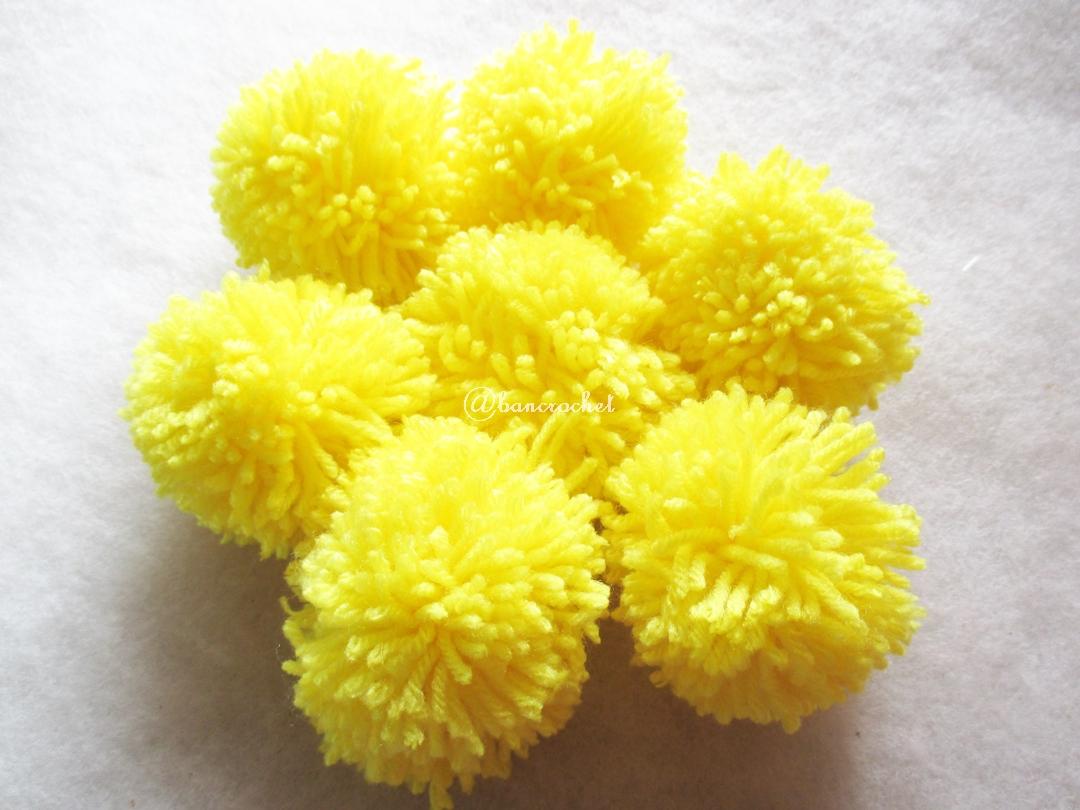 ปอมปอมไหมพรมสีเหลือง ขนาด 2 นิ้ว pompoms crochet
