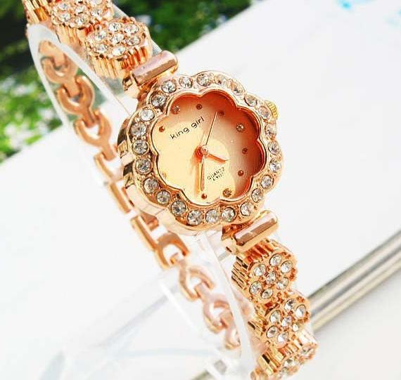 นาฬิกาข้อมือ ผู้หญิง สี Rose Gold ตัวหน้าปัดรูปดอกไม้ ประดับเพชร swiss รอบเส้น สวยหรู ราคาถูก 9476145