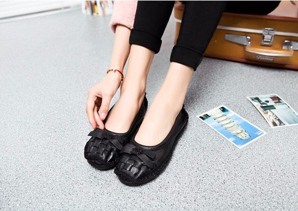 รองเท้าหุ้มส้น ผู้หญิง รองเท้าหนังแท้ รองเท้าคัทชู แบบหนัง สไตล์ วินเทจ ส้นเตี้ย ดีไซน์ ลายสาน ติดโบว์ รองเท้าหนัง ใส่เที่ยว ทำงาน 919580