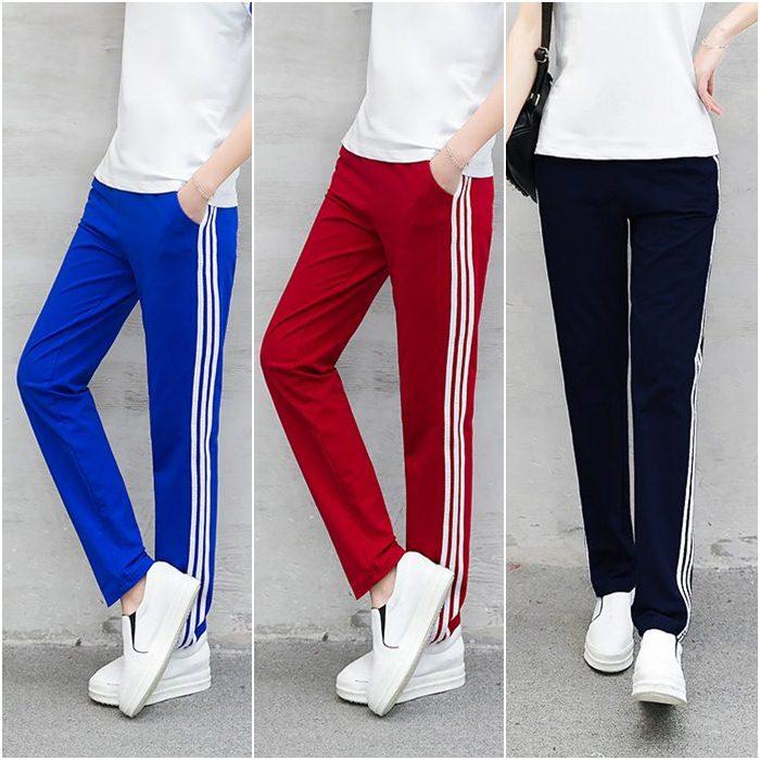 Trousers487 กางเกงขายาวแนวสปอร์ตสีพื้นแต่งแถบสีขาว เอวสม็อคยางยืด กระเป๋าสองข้าง ผ้าคอตตอนเนื้อนุ่มยืดขยายได้เยอะ **งานเหลือ 2 สี ดำ, แดง