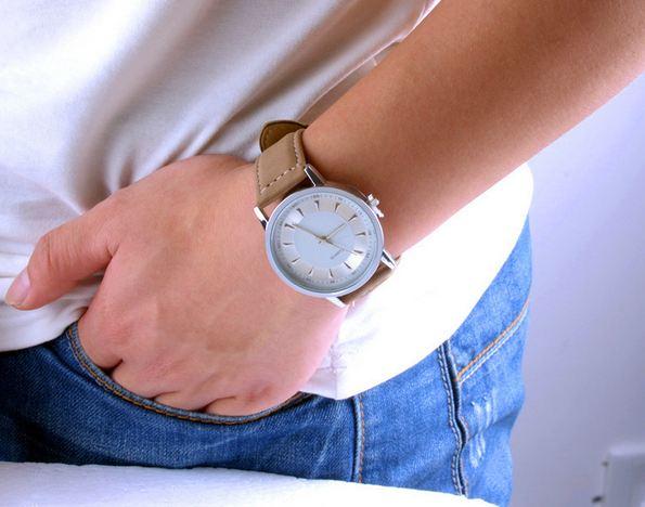 นาฬิกาข้อมือ ผู้ชาย สายหนังแท้ สีน้ำตาล หน้าปัดขาว กรอบขาว คลาสสิค นาฬิกา Quartz นาฬิกาสำหรับ สุภาพบุรุษ เรียบหรู 417583_1