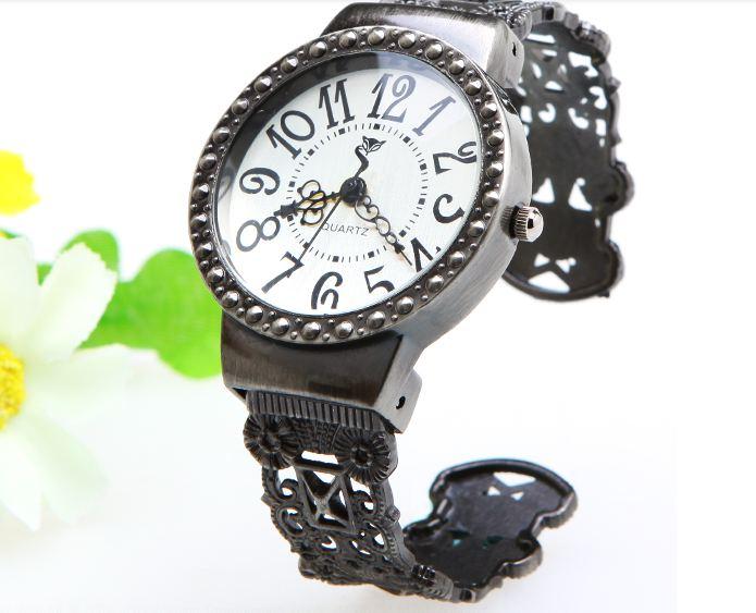 นาฬิกาข้อมือผู้หญิง สไตล์วินเทจ แกะสลักเป็น ลายดอกไม้ คลาสสิค สุด ๆ no 47945951