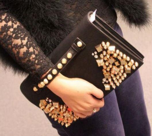 กระเป๋าคลัทช์ กระเป๋าถือ ออกงาน กลางวัน และ กลางคืน กระเป๋าหนัง ทรงแบน สีดำ กระเป๋าคลัช ติดหมุด สีทอง แฟชั่น สุดเก๋ แนว สาวไฮโซ 384180