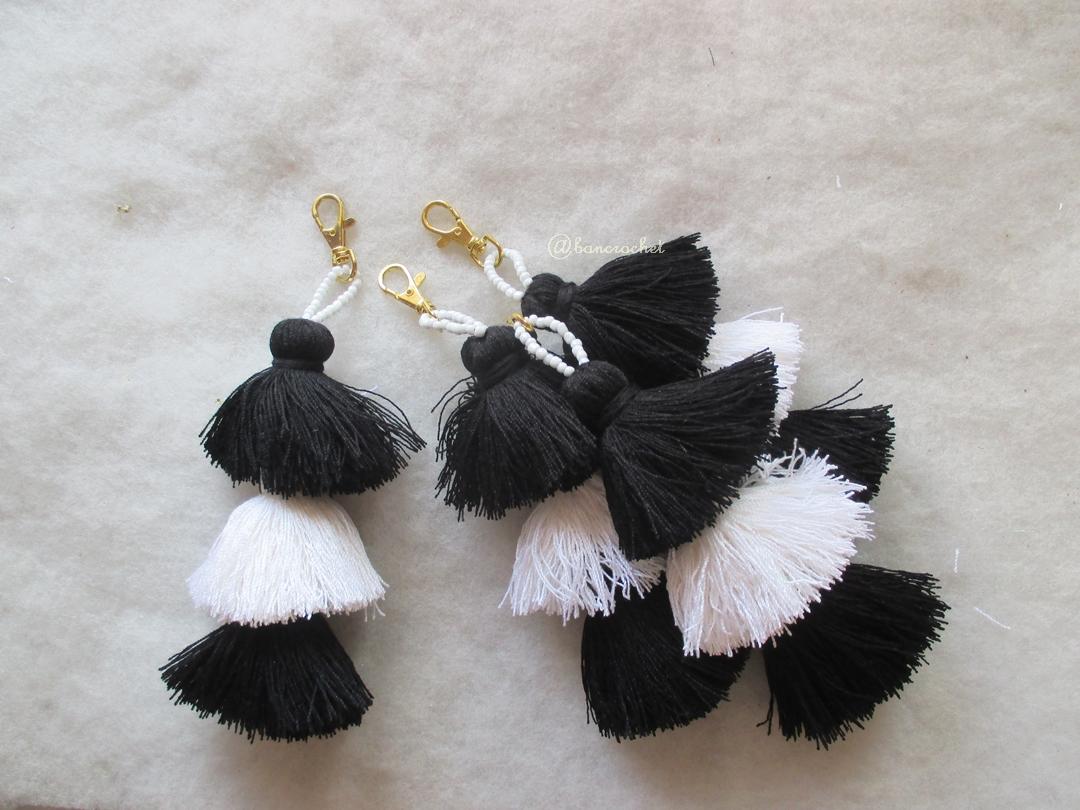พู่สีขาวดำ สามชั้น black and white tassel