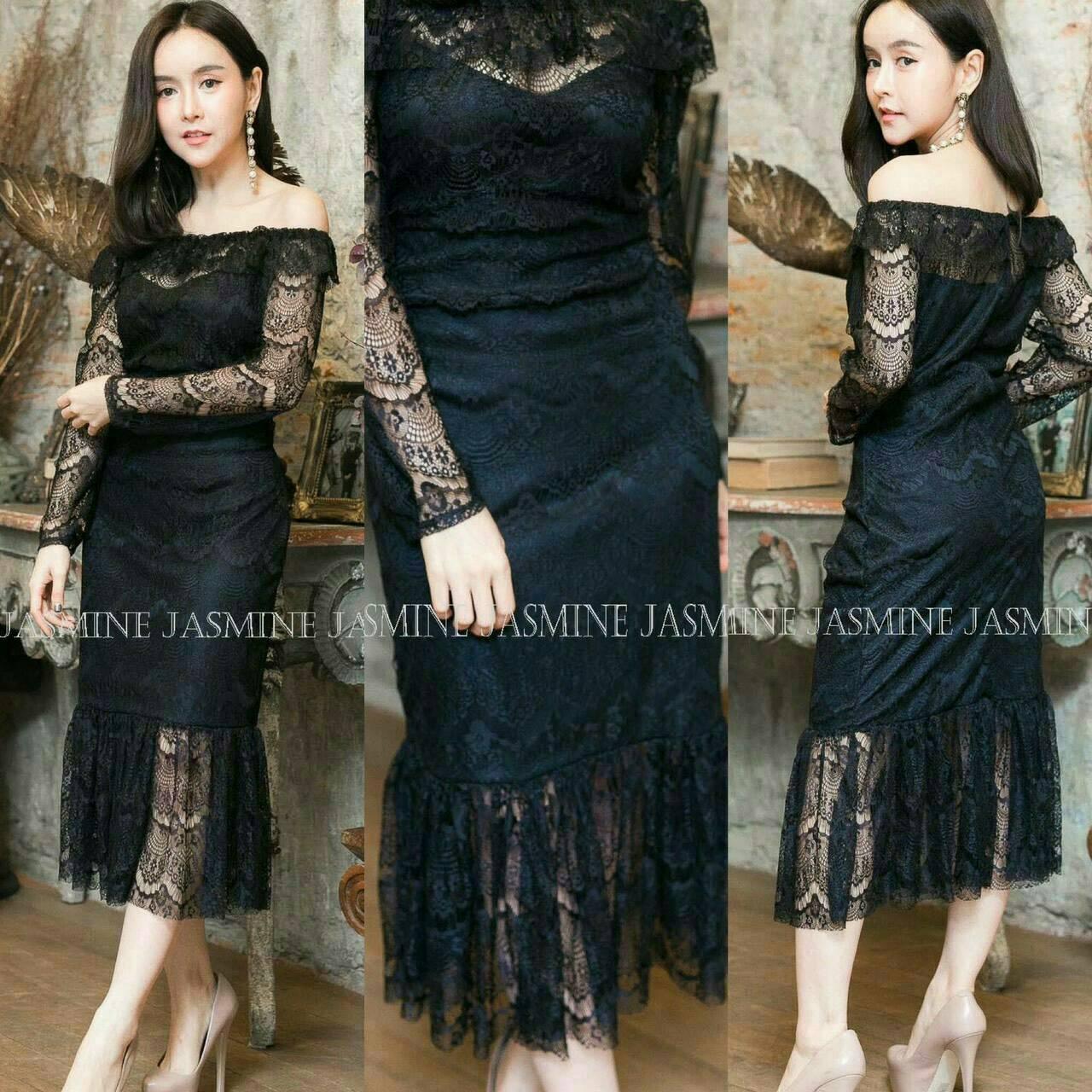 Dress3738 ชุดเดรสออกงาน/เดรสยาวทรงเปิดไหล่แขนยาว ชายระบาย ซิปหลัง มีซับในทั้งชุด ผ้าลูกไม้ยืดเนื้อนุ่มสีดำ งานสวยเรียบหรูขนาด Free Size