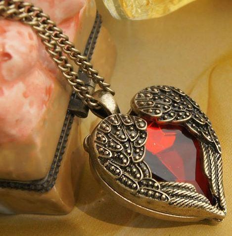 สร้อยคอ คริสตัลหัวใจ สีแดง แต่งกรอบหัวใจ สไตล์วินเทจ