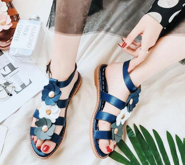 รองเท้าแฟชั่น ผู้หญิง รองเท้าแตะ ส้นเตี้ย รองเท้าหนังนิ่ม แต่งลายดอกไม้ สีน้ำเงิน วัยรุ่น สไตล์ วินเทจ รองเท้า ใส่เที่ยว สวย ๆ 518503_1