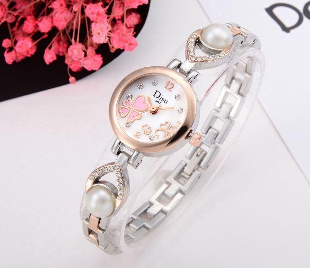 นาฬิกาข้อมือ ผู้หญิง สายสีเงิน สีทอง ดีไซน์ ผสมผสาน กับ ไข่มุก หน้าปัดดอกโคลเว่อร์ สวยเก๋ ของขวัญสุดพิเศษ 872110