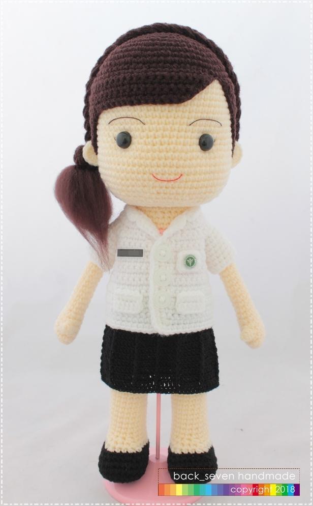 ตุ๊กตาถักชุดเภสัชหญิง