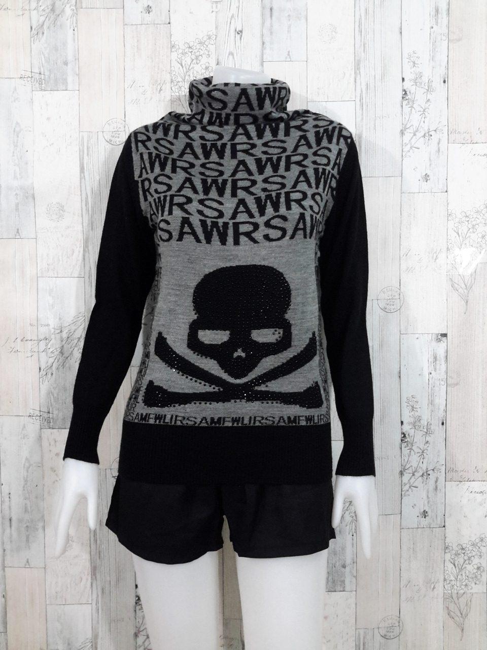 Blouse3533 2nd hand clothes เสื้อไหมพรมผ้านุ่ม(เนื้อหนาปานกลาง) แขนยาว คอเต่า ลายตัวอักษร แต่งหัวกะโหลกโทนสีเทาดำ