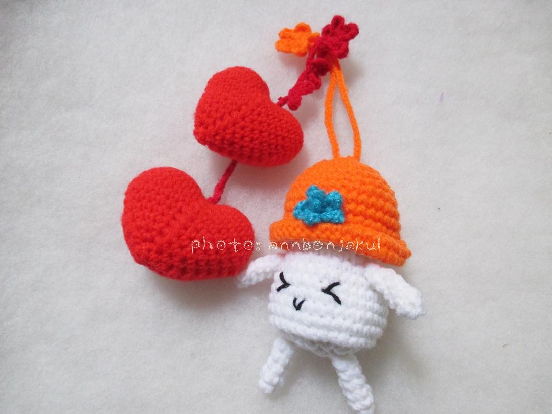 ที่ห้อยกระเป๋าเห็ดถักสีส้ม (ไม่รวมหัวใจ)