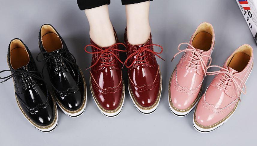 รองเท้าผ้าใบหุ้มส้น รองเท้าผ้าใบผู้หญิง วัยรุ่นเท่ ๆ รองเท้าหนังเงา หนังแก้ว ฉลุลาย เก๋ ๆ หลากสี หลายสไตล์ สีขาว สีแดง สีดำ เสริมส้นเล็กน้อย สวยเท่ 414138