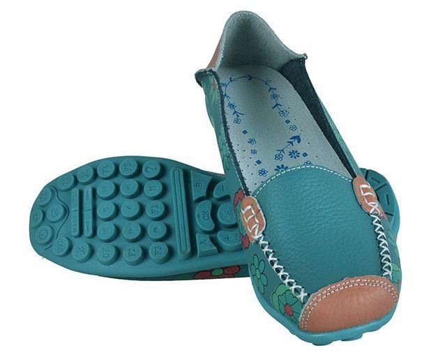 รองเท้าหุ้มส้น รองเท้า คัทชู หนังแท้ รองเท้าผู้หญิง สีฟ้า รองเท้าหนัง เพ้นท์ลาย ดอกไม้ สวย ๆ รองเท้าใส่เที่ยว สไตล์วัยรุ่น 545699_2
