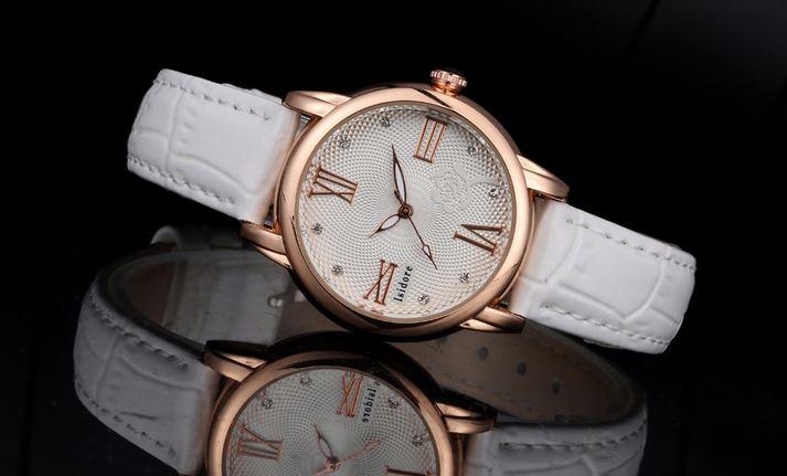 นาฬิกาข้อมือผู้หญิง สายหนัง สุดหรู ดีไซน์ ตกแต่งหน้าปัด ด้านใน เป็น ลายกุหลาบ สาวหวาน ตัวเลขโรมัน ประดับเพชร ด้านใน 780707