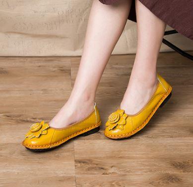 รองเท้าหุ้มส้น ผู้หญิง รองเท้าหนังแท้ รองเท้าผู้หญิง แนวเรโทร ติดดอกไม้ด้านหน้า รองเท้าหนังแฟชั่น แบบ น่ารัก ๆ 496383