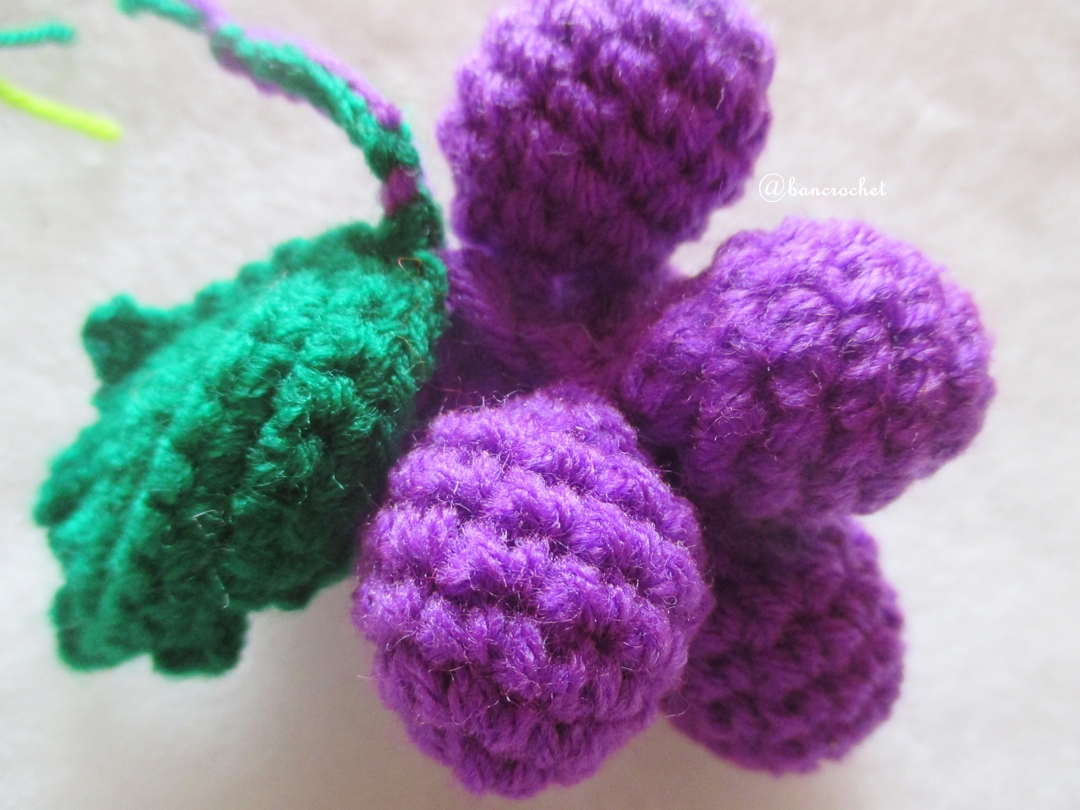 องุ่นม่วงถักโครเชต์ grape fruit crochet