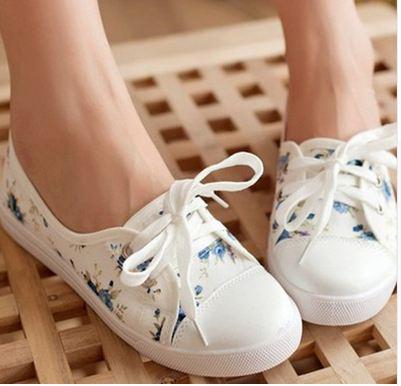 รองเท้าผ้าใบ หุ้มส้น สีขาว เพ้นท์ลาย ดอกไม้ สีน้ำเงิน รองเท้าผ้าใบ วัยรุ่น ใส ๆ ใส่เที่ยว ใส่เรียน ใส่สบาย แบบสวย ราคาถูก 62902_1