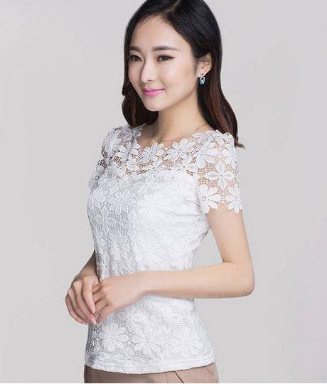 เสื้อผ้าลูกไม้ สีขาว เสื้อลูกไม้ แขนสั้น ดีไซน์ ลูกไม้ เป็น ดอกไม้ ด้านบน ซีทรูเล็กน้อย เสื้อแบบผู้ใหญ่ ใส่ทำงาน ออกงาน เรียบหรู 867989_2