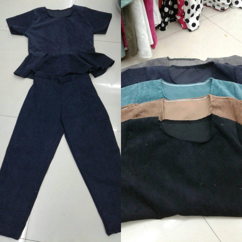 Set_bt1400 ชุดเซ็ท 2 ชิ้น(เสื้อ+กางเกง)แยกชิ้น เสื้อแขนสั้นชายระบาย+กางเกงขายาวเอวสม็อคหลังยืดขยายได้เยอะ งานผ้าลูกฟูกเนื้อดีสีพื้นสวยๆ กำลังฮิตนะจ้า เนื้อผ้ากำลังดีไม่หนาจนเกินไป ใส่สวย ใส่ง่าย ใส่ได้บ่อย มี 5 สี ดำ น้ำตาล เขียว กรม เทา
