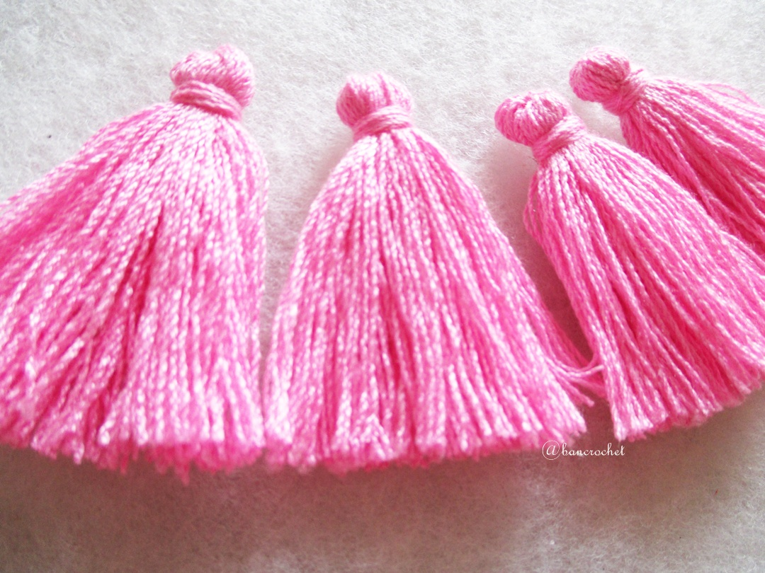 พู่สีชมพูโครเชต์ ด้ายถัก venus เบอร์ 16 Pink tassel crochet acrylic yarn no.16