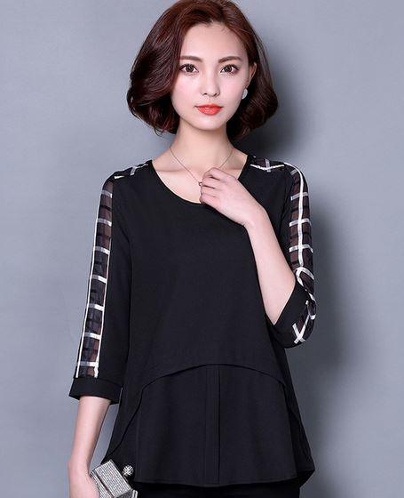 เสื้อแฟชั่น ผู้หญิง สีดำ เสื้อใส่ออกงาน ตัวหลวม ๆ ใส่สบาย ผ้าซีฟอง สีดำ แขน ซีทรูเล็ก ๆ ดีไซน์ เป็น 2 ชั้น ใส่ทำงาน แบบผู้ใหญ่ 244630