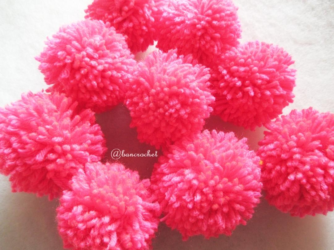 ปอมปอมไหมพรมสีชมพูอมแดง ขนาด 2 นิ้ว pompoms crochet