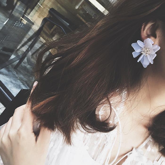 ต่างหู,ตุ้มหูแฟชั่นสไตล์เกาหลีรูปดอกไม้กลีบใหญ่สีขาว