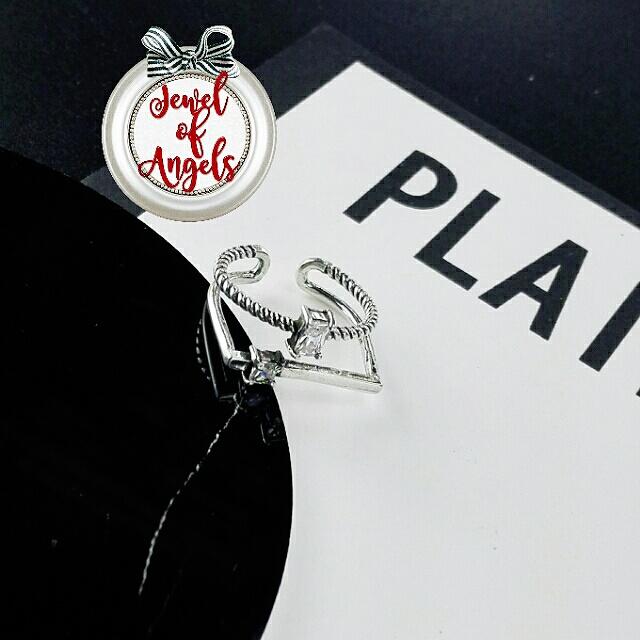 แหวนแฟชั่นสองชั้นเกลียวและเรียบแต่งคริสตัลใส