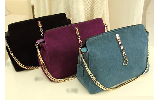 กระเป๋า คลัช กระเป๋าขนาดกลาง สำหรับออกงาน ดีไซน์ สวย หรู สีพื้น ม่วง ฟ้าคราม และ ดำ กระเป๋าหนัง ด้านหน้า เป็น กำมะหยี่ เรียบหรู มีระดับ 187980