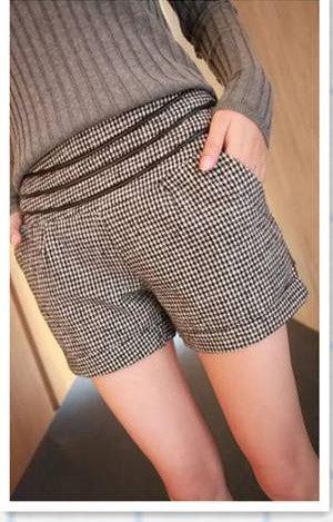 กางเกงขาสั้นผู้หญิง ผ้าขนสัตว์ ดีไซน์ เอวยางยืด ใส่สบาย ลายสก๊อต สีขาวดำ เรียบหรู ตกแต่ง สายหนังเป็น ลายเข็มขัด รอบเอว 34511_2