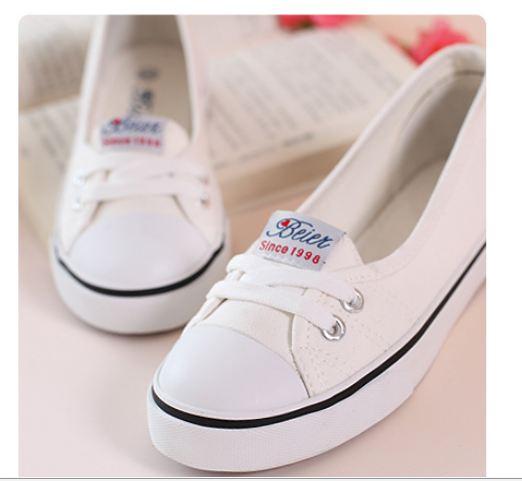 รองเท้าผ้าใบผู้หญิง ส้นแบน รองเท้าหุ้มส้น แบบ ผ้าใบ สีขาว ใส่สบาย ใส่งานกีฬา ใส่ทำงาน ใส่เที่ยว ได้ทุกโอกาส 415345