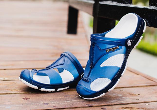 รองเท้าผู้ชาย รองเท้า แบบรัดส้น รองเท้า ใส่เที่ยว รองเท้าแตะ รองเท้า ยาง อย่างดี กันน้ำ รองเท้า แฟชั่น ผู้ชาย รัดส้น สีฟ้า แบบวัยรุ่น 799239_1
