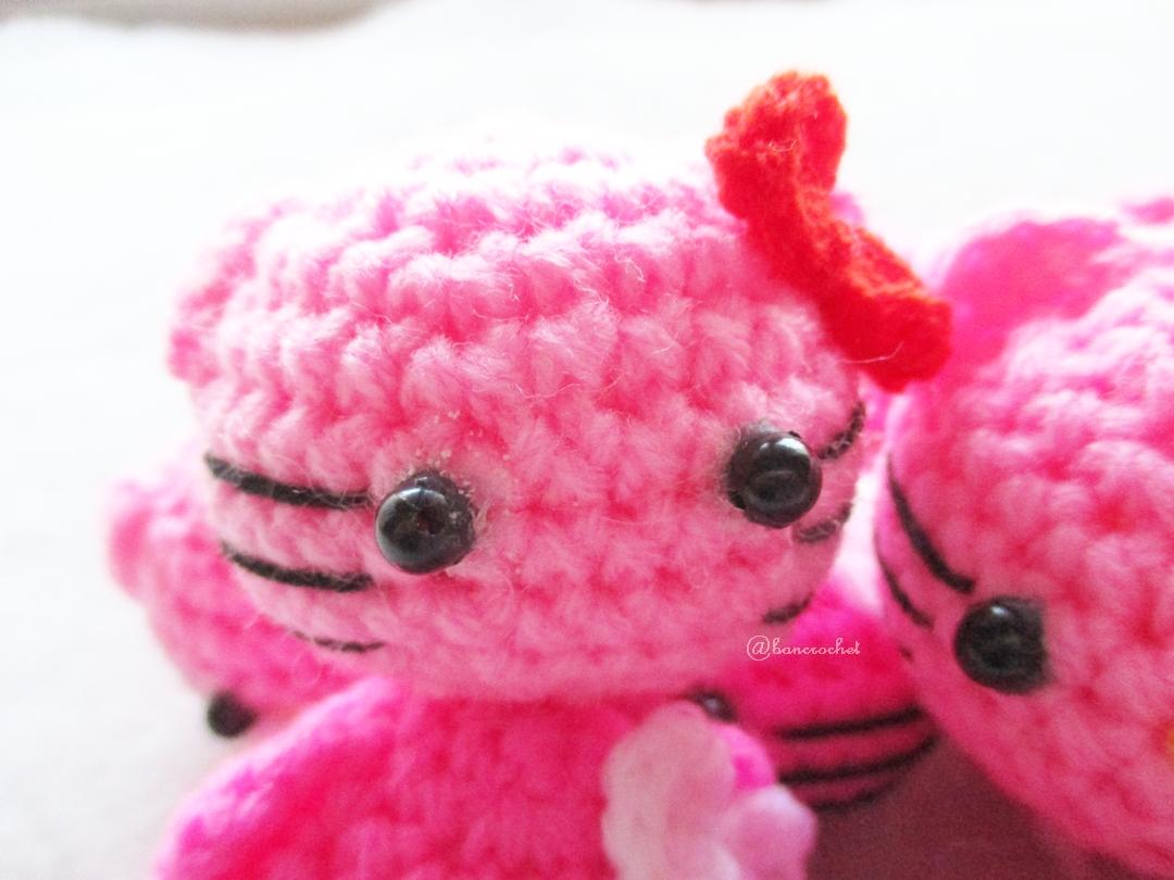 พวงกุญแจหัวตุ๊กตาคิตตี้ถักโครเชต์ kitty crochet keychain