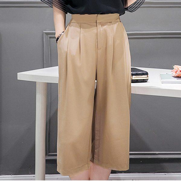 Trousers473 กางเกงขายาวห้าส่วนซิปหน้าสีน้ำตาล ผ้าหนาเนื้อดีมีน้ำหนักทิ้งตัวสวย ทรงนี้แมทช์กับเสื้อได้หลายแบบ แนะนำเลยจ้า