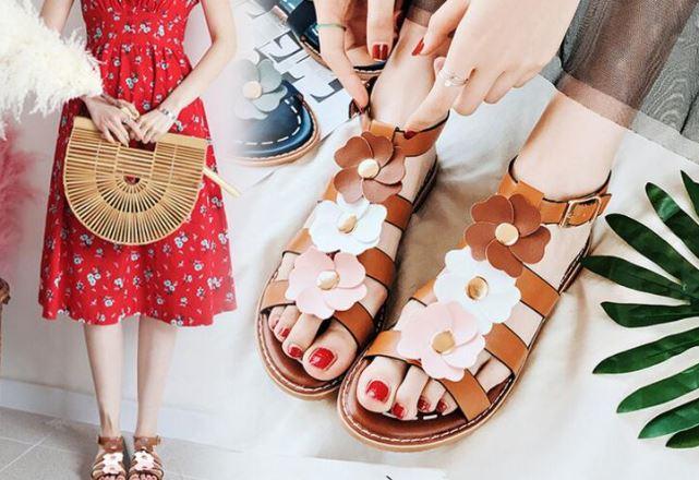 รองเท้าแฟชั่น ผู้หญิง รองเท้าแตะ ส้นเตี้ย รองเท้าหนังนิ่ม แต่งลายดอกไม้ สีน้ำตาล สไตล์ วินเทจ รองเท้าวัยรุ่น ใส่เที่ยว สวย ๆ 518503