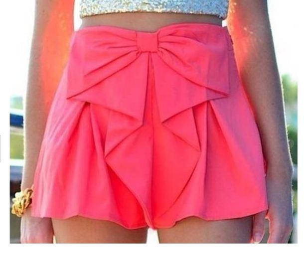 กางเกงกระโปรง กางเกงขาสั้นผู้หญิง ดีไซน์ เป็นกระโปรง ติดโบว์ อันใหญ่ ด้านหน้า สีขาว และ สีชมพูเข้ม กางเกงแฟชั่น ดีไซน์ ใส่เที่ยว 257132