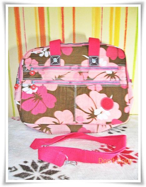 กระเป๋าถือ กระเป๋าสะพายข้าง ใส่ Notebook kipling ลายดอกไม้ชมพูหวาน ๆ